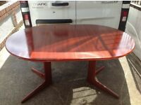 QUALITY EXTENDIND TABLE AND FOUR CHAIRS -can deliver