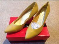 Yellow size 8 mid heel, never been worn
