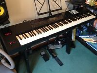Roland FA 08 Synthesizer / digital piano in excellent condition