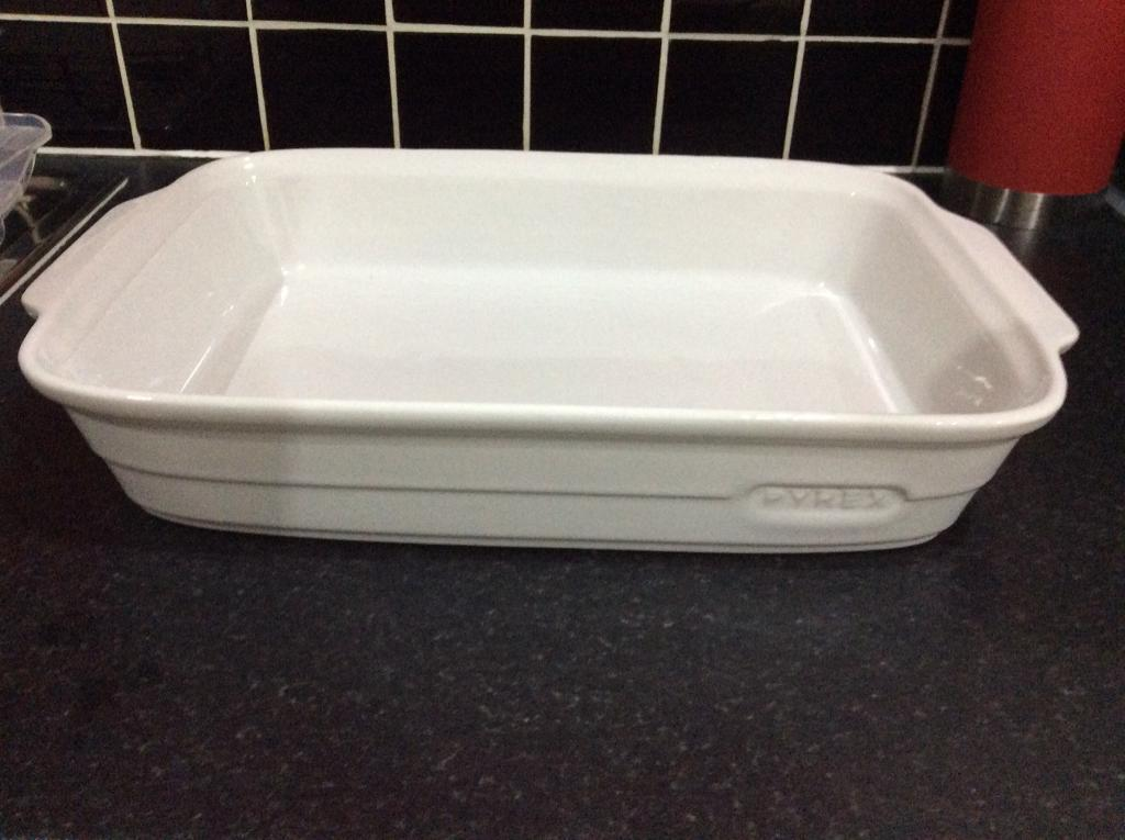 Large white ceramic Pyrex dish - only £3!