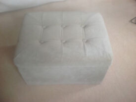Box footstool with storage