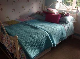 Bedding throws