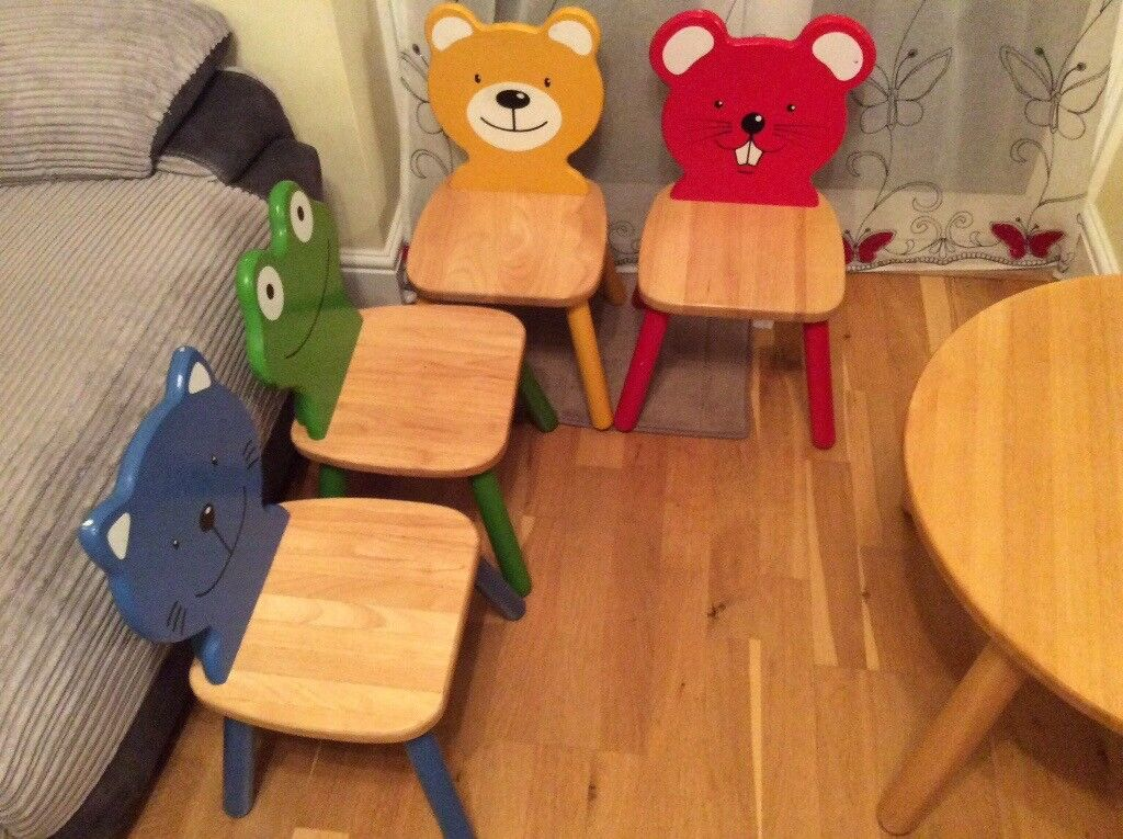 Pintoy kids table and chairs vgc