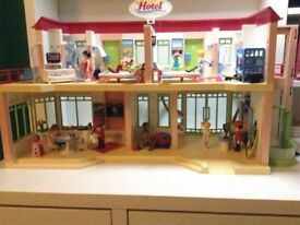 Not complete Playmobil Summer Fun Large Furnished Hotel (second hand).