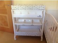 4 Baby changing station