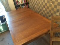 OAK EXTENDING DINING TABLE with 6 Matching chairs