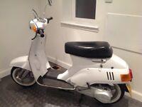 Suzuki scooter white 1982
