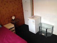Spacious double room, newly refurbished, with separate Fridge in the room