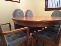 Teak Extending Dining Table + 2 carvers & 4 dining chairs,size 142x100 extended 192x100 cm exc cond