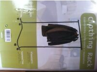 Freestanding clothing rack