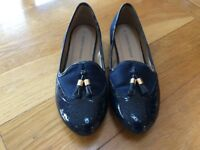 Ladies blue pumps, size 6