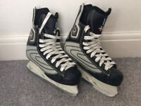 decathlon ice skates size 4 in good condition been worn couple of times with few scrapes.