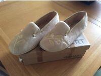 Brand new Damart ladies slippers size 6