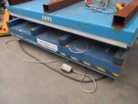 A brittania scissor lift table platform