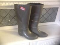 Brand New Ladies Grey Wellington fur lined Boots size 3