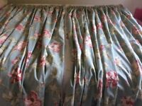 PAIR OF LINED CURTAINS IN LIGHT GREEN WITH FLORAL PATTERN
