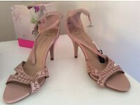 Size 6 brand new pale pink heels New Look