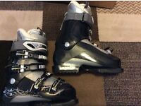 Ladies Salomin ski boots size 6 orn once immaculate condition