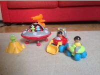 Good condition ELC happyland space alien set (broken lift off rocket & moon buggy included for free)