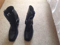 Frye women's harnessshort boots