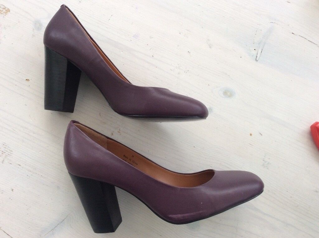 Size 6 nearly new plum colour block heel shoes