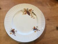 6 Vintage Alfred Meakin dinner plates.