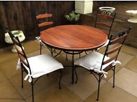 Round 105cm Dinning Table With Four Chairs Finished In Wood And Metal Can Be Delivered.