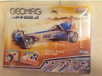 Geomag wheels drag racer & launcher magnetic construction kit new in sealed box