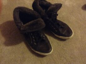Brown boots with fur trim size 6