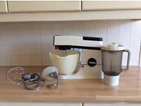 Kenwood chef & liquidiser phone 07879632604 as I can't use the messaging option