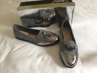 Kelsi flat shoes in silver sparkle/patent look still boxed size 5