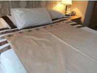 lovley gold /brown curtain in excellent condition from smoke and pet free home