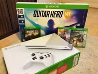Xbox One S - Bundle - 1 month old