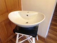 Freestanding vanity basin