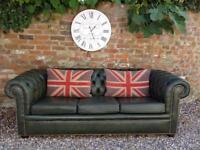 Lovely hunter green 3 seater Chesterfield sofa. Can deliver