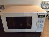 PANASONIC Microwave oven - LIKE NEW