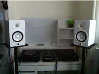 2xReloop RMP-3 Alpha Crossmedia Decks, Allen & Heath Xone : 23 Mixer, 2xYamaha HS-5 Monitor Speakers