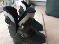Ladies ski boots size 8