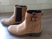 Ladies size 39 ( size 6) boots