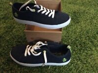 Penguin canvas shoe size 7