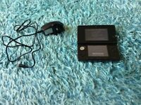 Ninetendo 3ds console and charger