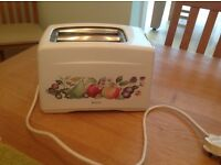 Swan Toaster 700 watt two available but sold separately