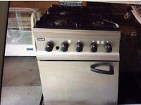 Lincat 87a r51 commercial GAS 4 burner cooker / oven. Quick sale or swap for ELEC commercial eqpmt!!