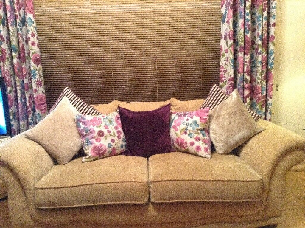 3seater sofa and chair with all cushions In good condation7ft wide x3ft