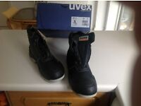 Size 9, Uvex black steel toe safety boot