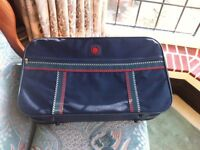 Weekend Traditional Style Suitcase