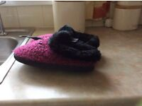 Ladies slippers zedzzz make brand new with ticket on..size 5 to 6..nver worn..brand new unwanted.