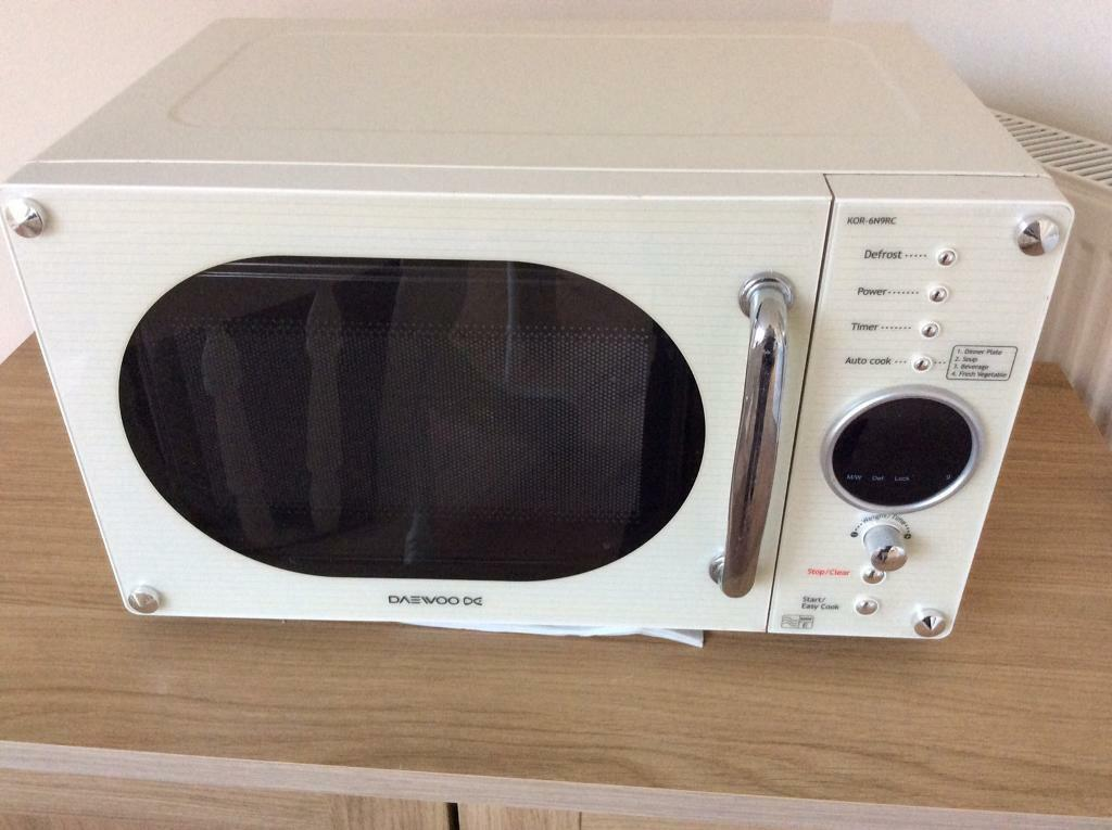 Retro Daewoo Cream Microwave In Hull East Yorkshire