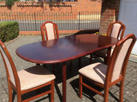 Oval Extending Dining Room Table and 4no Chairs