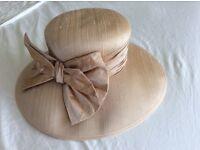 Silk hat pale pink